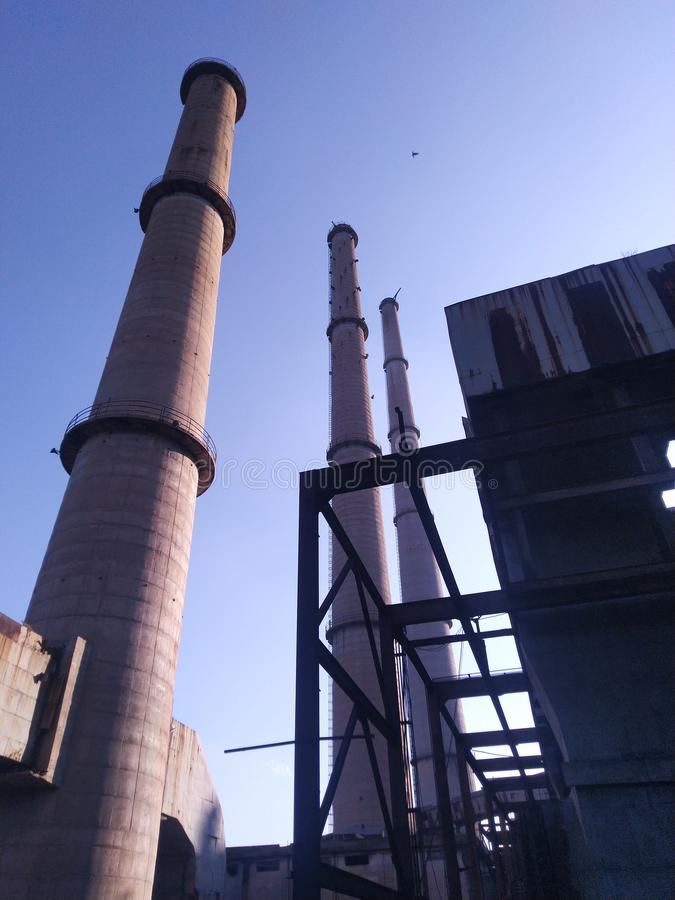 50 år gamla värmekraftverk i Parli giftigt i skrot royaltyfria bilder