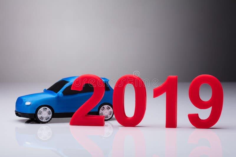 År 2019 i Front Of Blue Car fotografering för bildbyråer