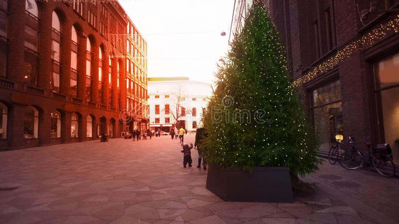 År och jul för Europa garnering i stadens centrum nytt Jultre royaltyfri bild
