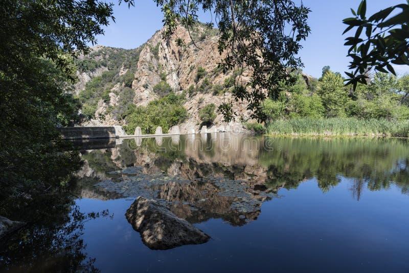 Århundrade för Malibu liten vikdelstatspark sjö och fördämning royaltyfria foton