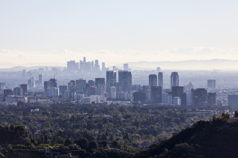 Århundradestad och i stadens centrum Los Angeles smog royaltyfria foton
