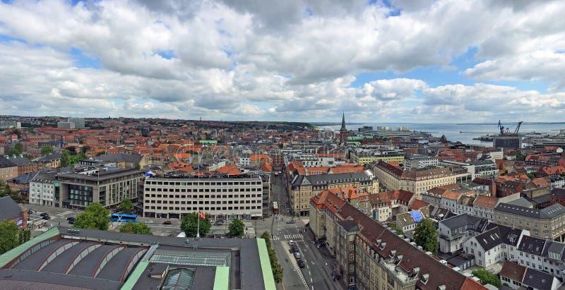 Århus i Danmark som ses från stadshustornet fotografering för bildbyråer
