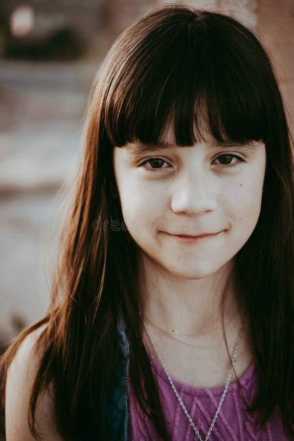 Årig brunett för flicka 10 royaltyfri fotografi