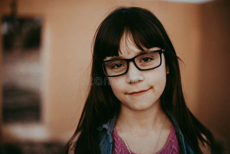Årig flicka 10 med exponeringsglas fotografering för bildbyråer