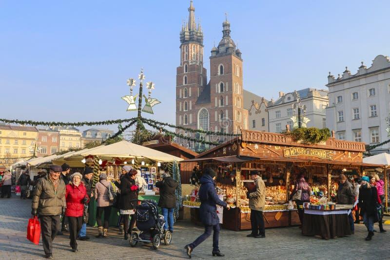 Årlig jul som är ganska på den huvudsakliga marknadsfyrkanten krakow poland arkivbilder