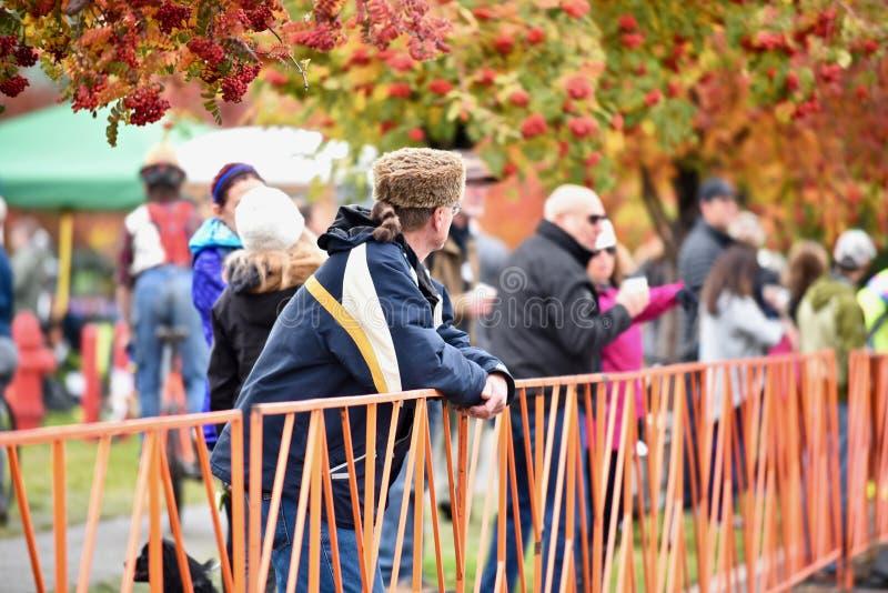Åskådare på det Cyclocross korståget i krökningen Oregon royaltyfria foton