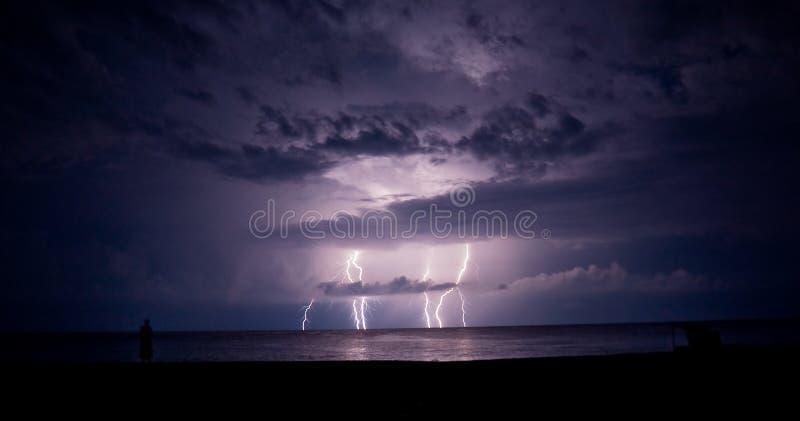 åska för blixthavsstorm royaltyfri fotografi