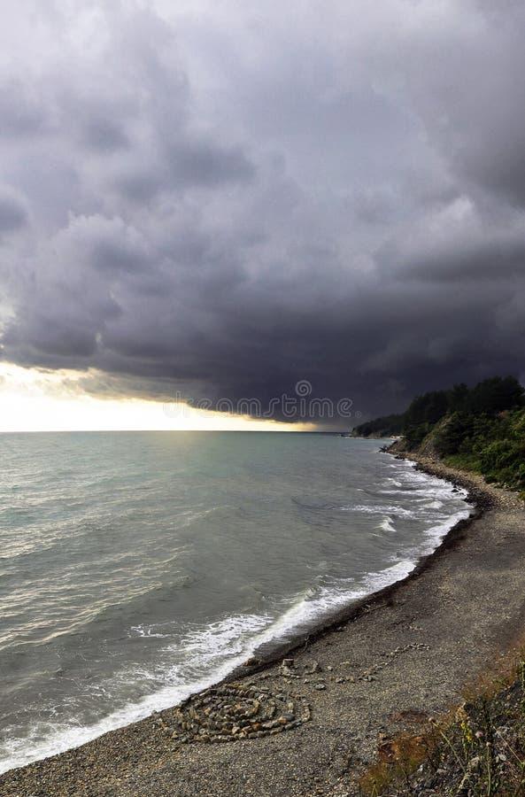 Åskastorm med tänt regn arkivbild