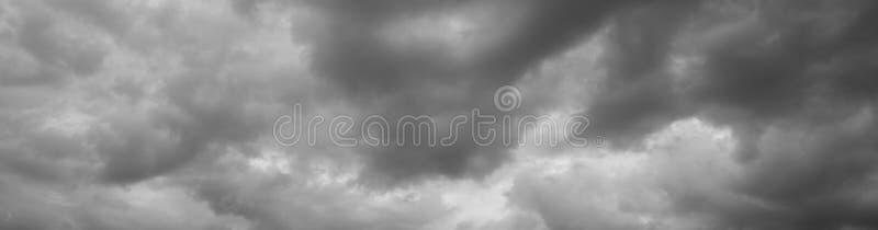 Åskmoln över horisonten, cloudscape, storm royaltyfri fotografi