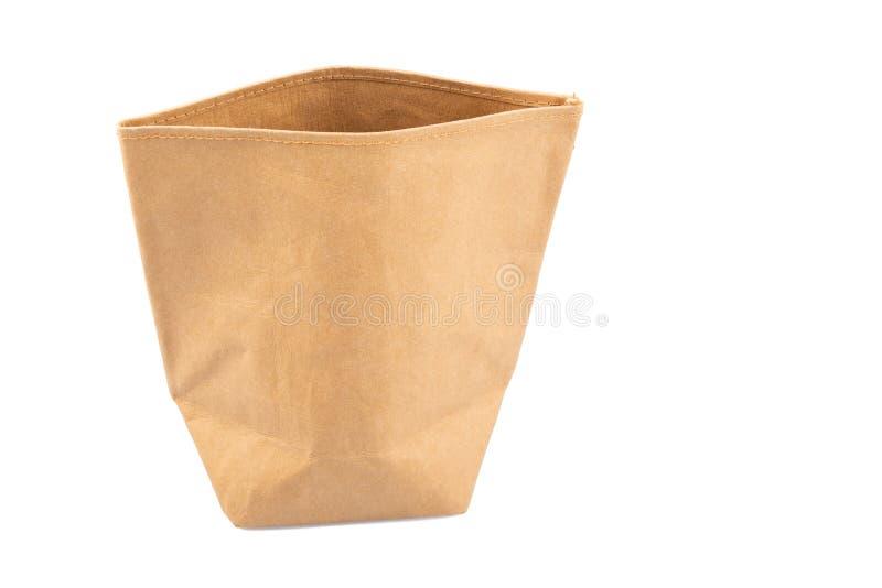 Återanvänd brun pappers- kraft shoppingpåse som isoleras på en vit bakgrund royaltyfri fotografi