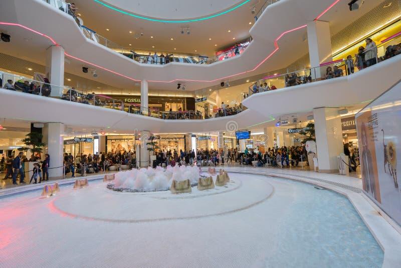Återförsäljnings- shoppinggalleria royaltyfria foton