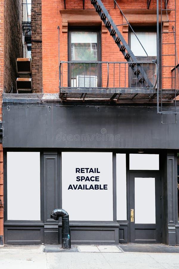 Återförsäljnings- utrymme som är tillgängligt för arrende i New York arkivfoton