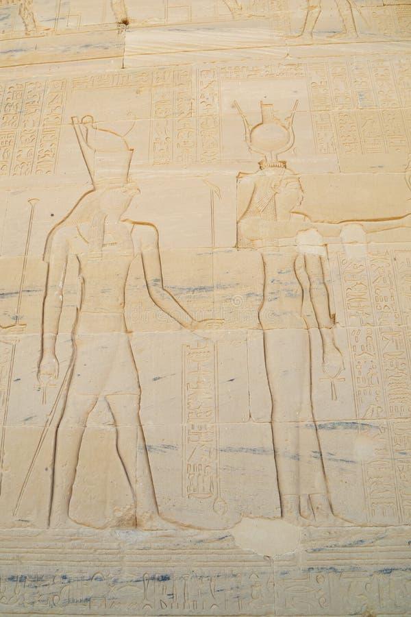 Återgivning av Hathor och Horus arkivbild