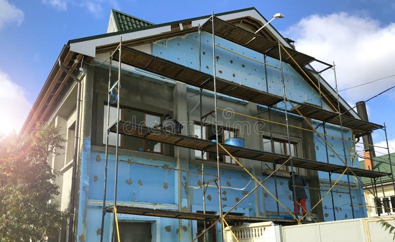 Återställande för fasad för husbyggnad arkivbilder