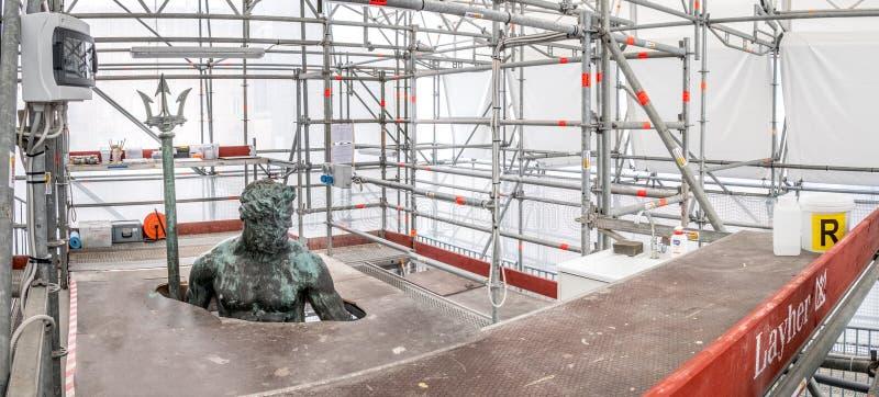 Återställande- och beskyddgård av Neptunstatyn, del av royaltyfri bild