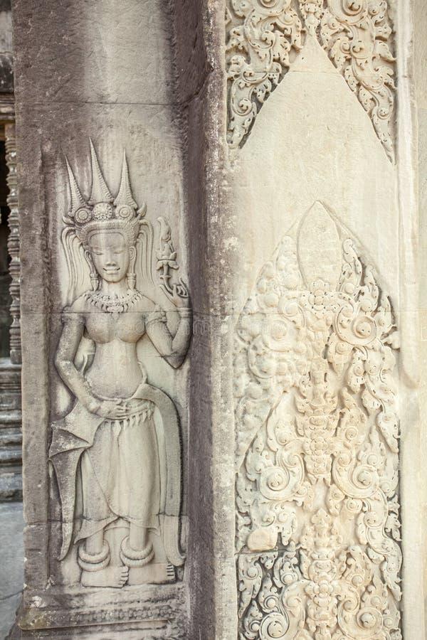 Återställd Apsara lättnad på ingången av templet för Ta Prohm, Angkor Thom, Siem Reap, Cambodja arkivbilder