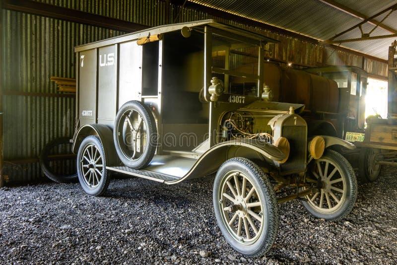 Återställd WWI-tillförsellastbil som används av AEFEN i Frankrike royaltyfri bild