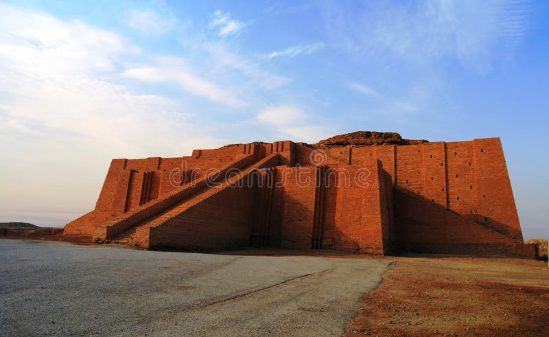 Återställd ziggurat i forntida Ur royaltyfria foton