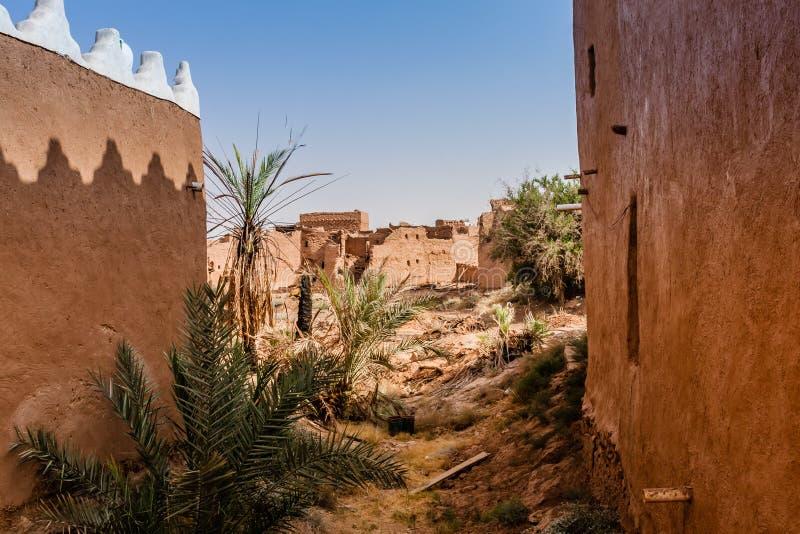 Återställde delvist den traditionella arabiska gyttjategelstenbyn nära Riyadh royaltyfria bilder