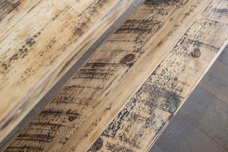 Återvinner lantlig träbänkdetalj royaltyfria bilder