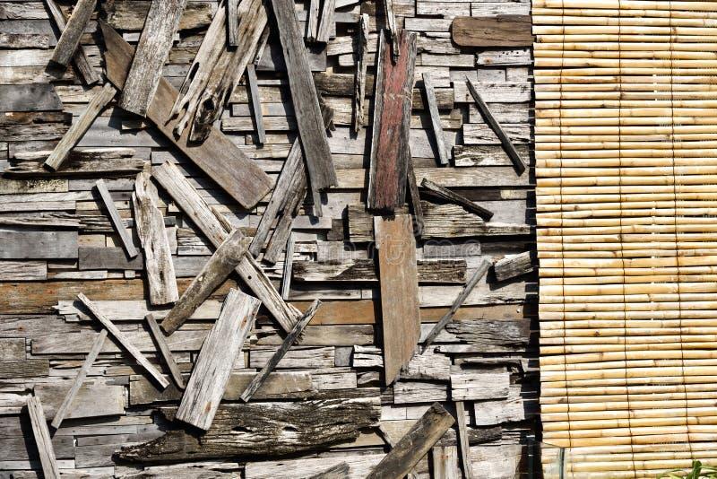 Återvinner wood väggkonst royaltyfri foto