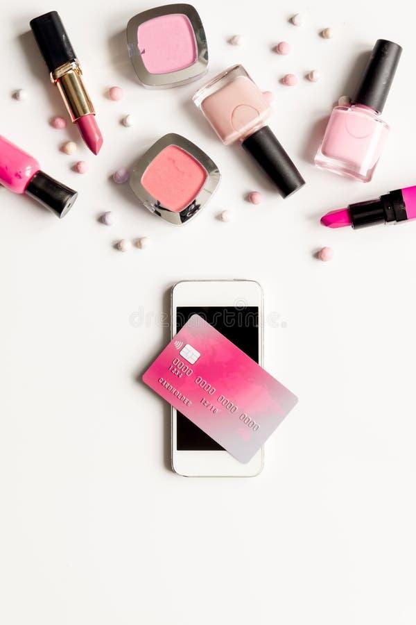 Åtlöje för bästa sikt för bakgrund begreppsför online-shoppingskönhetsmedel vit upp arkivbilder