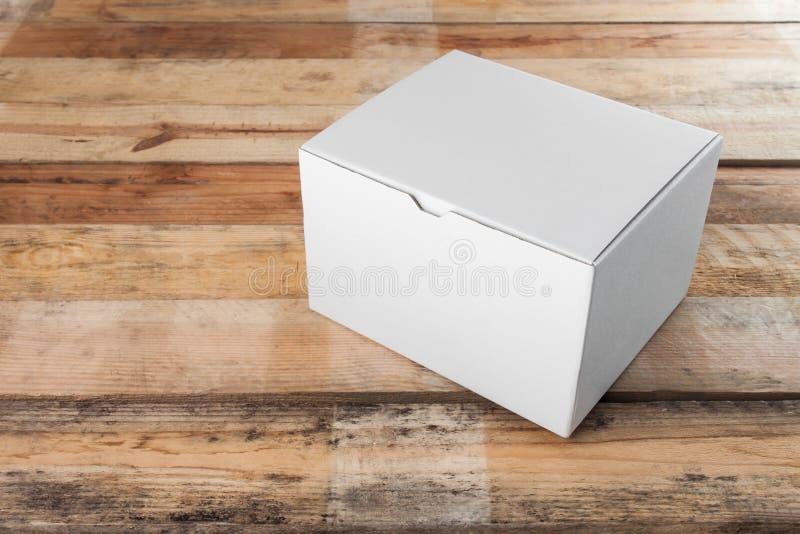 Åtlöje för vit ask upp på den wood tabellen arkivbilder