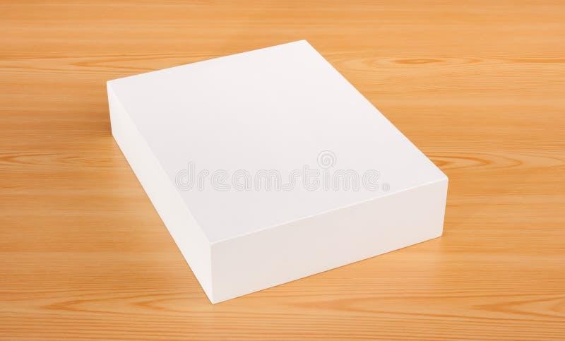 Åtlöje upp den vita asken på wood bakgrund arkivfoton