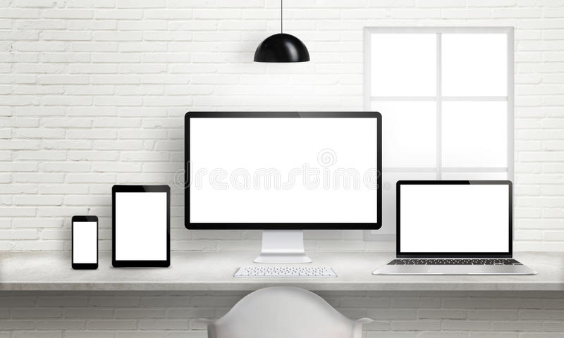 Åtskilliga apparater på kontorsskrivbordet för svars- webbplats planlägger presentation vektor illustrationer