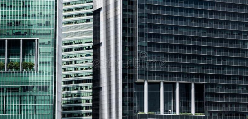 Åtskilliga skyskrapafasader med moderna balkongsärdrag royaltyfria foton