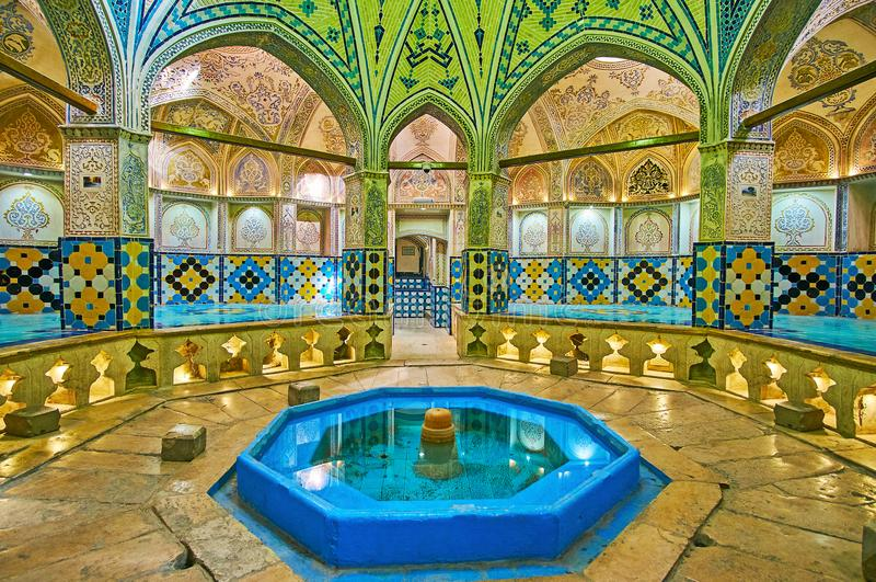 Åttahörniga Hall av Sultan Amir Ahmad Qasemi Bathhouse, Kashan, royaltyfria bilder