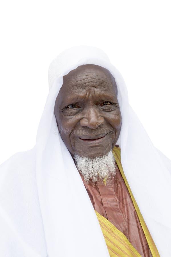 Åttio-år-gammal afrikansk man som är klar att fira, isolerat royaltyfria foton
