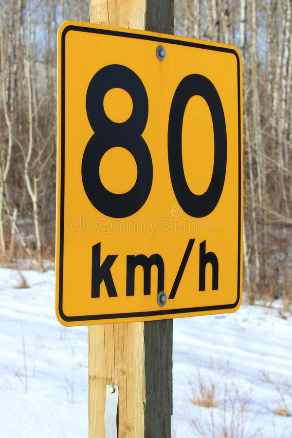 Åttio kilometer per timme rekommenderat tecken arkivfoton
