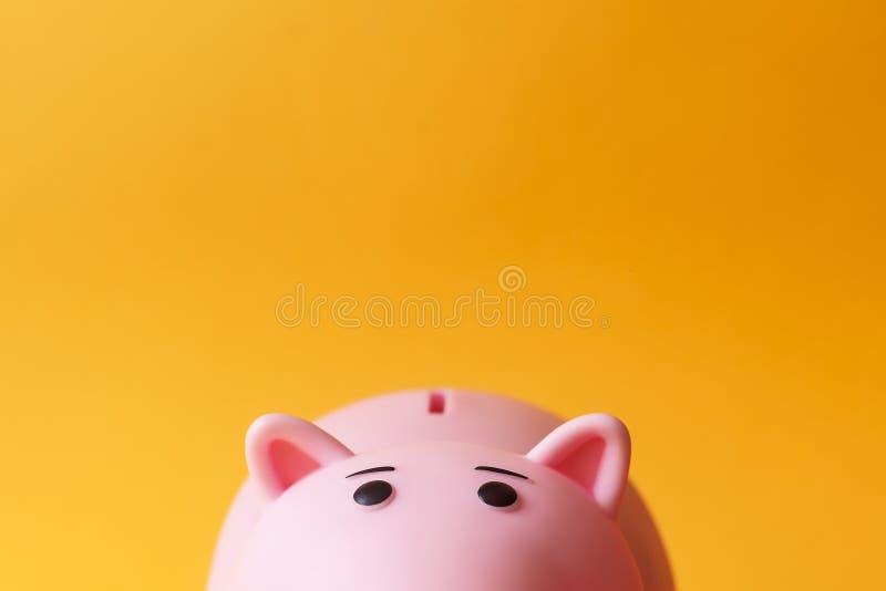 桃红色玩具贪心钱箱 免版税库存图片