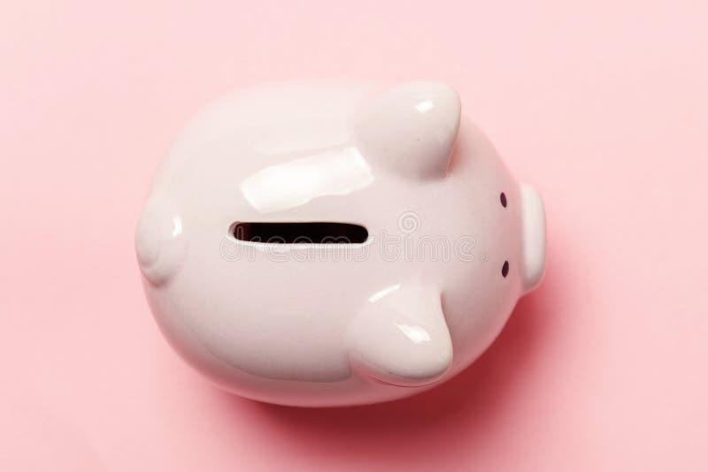 桃红色背景的桃红色存钱罐 免版税图库摄影