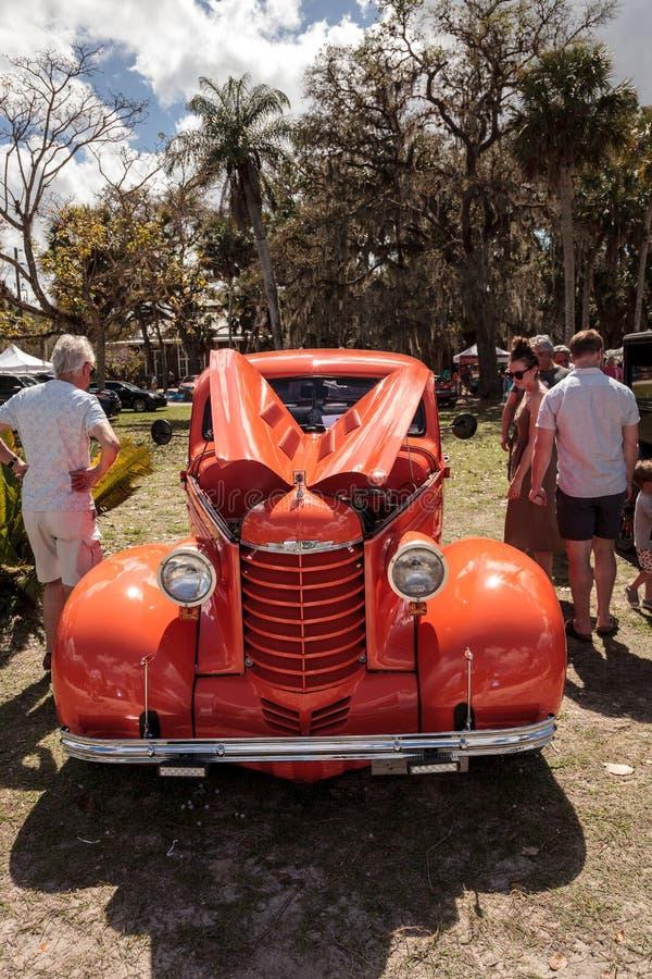 桔子1937年在第10个每年经典汽车和工艺展示的Oldsmobile八 图库摄影