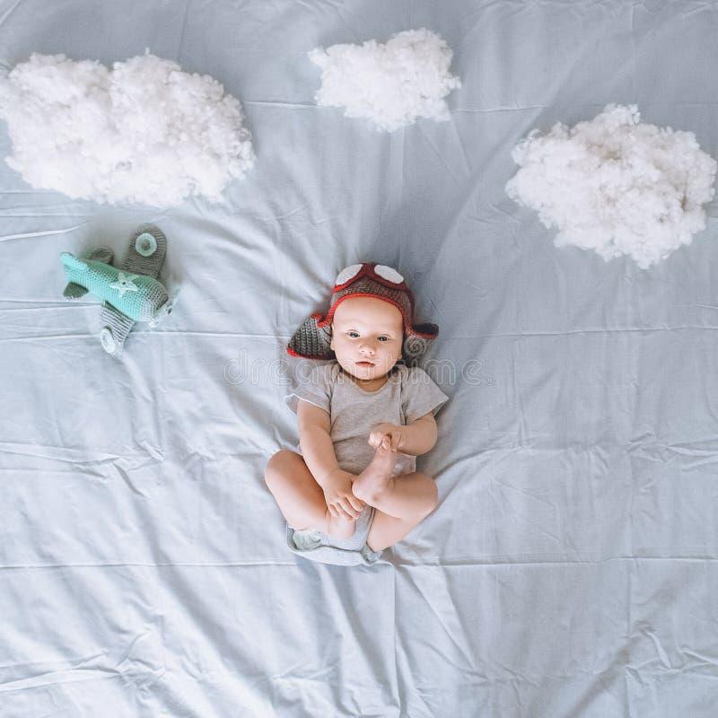 梦想的婴儿孩子顶视图  库存图片