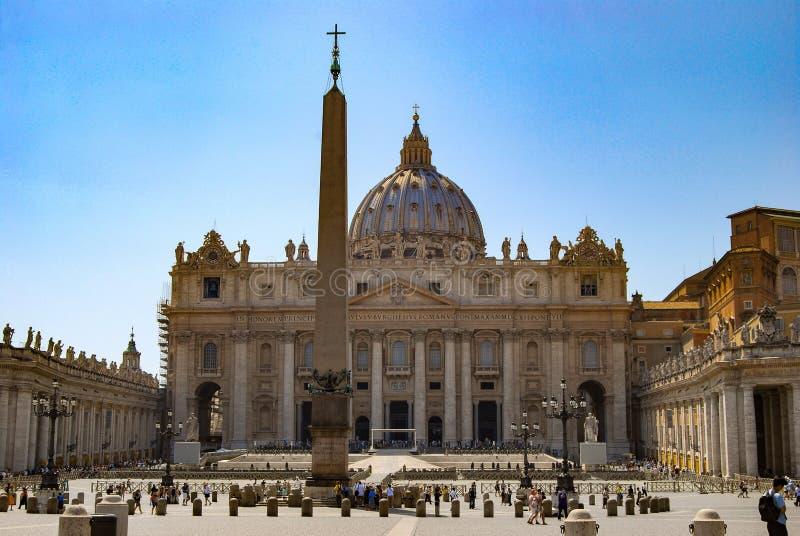 梵蒂冈,意大利,游人6月2008年,圣皮特圣徒・彼得的广场的 库存照片
