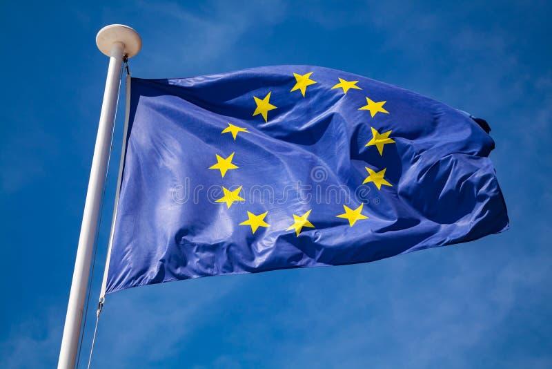 欧洲旗子在天空蔚蓝的 库存照片