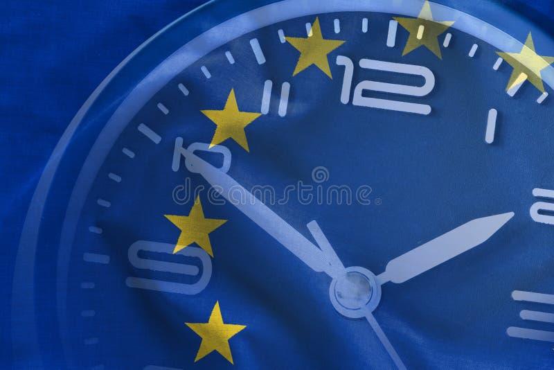 欧盟旗子的覆盖物和时钟的拨号盘 图库摄影
