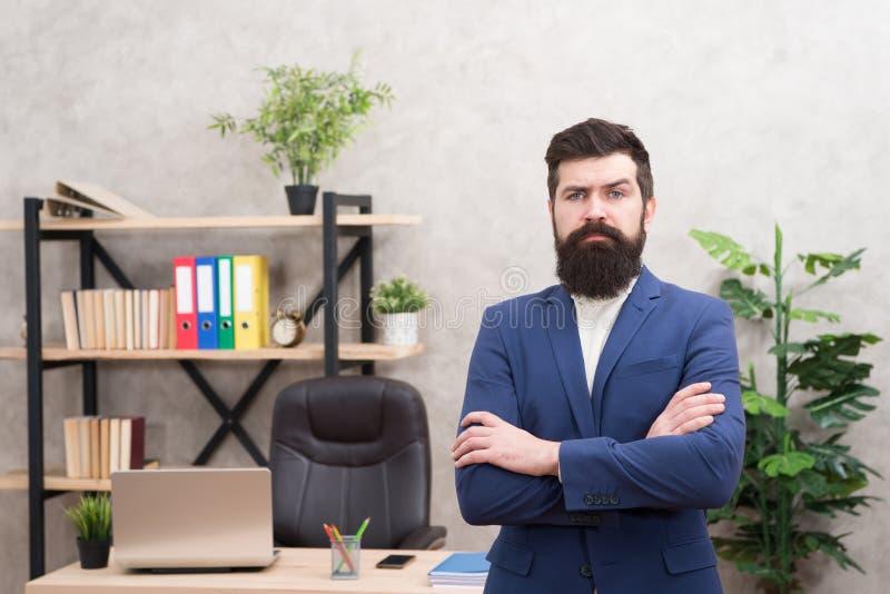 每个上司起动了作为工作者 看您有注意的人有胡子的行家上司 上司身分在办公室 上司 库存照片