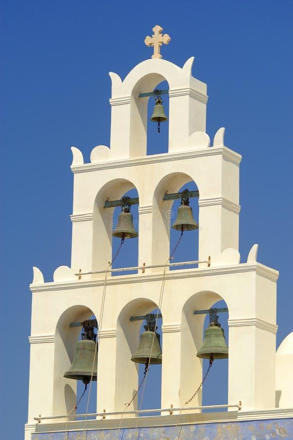 每小时鸣响希腊东正教的响铃在圣托里尼海岛上的  图库摄影