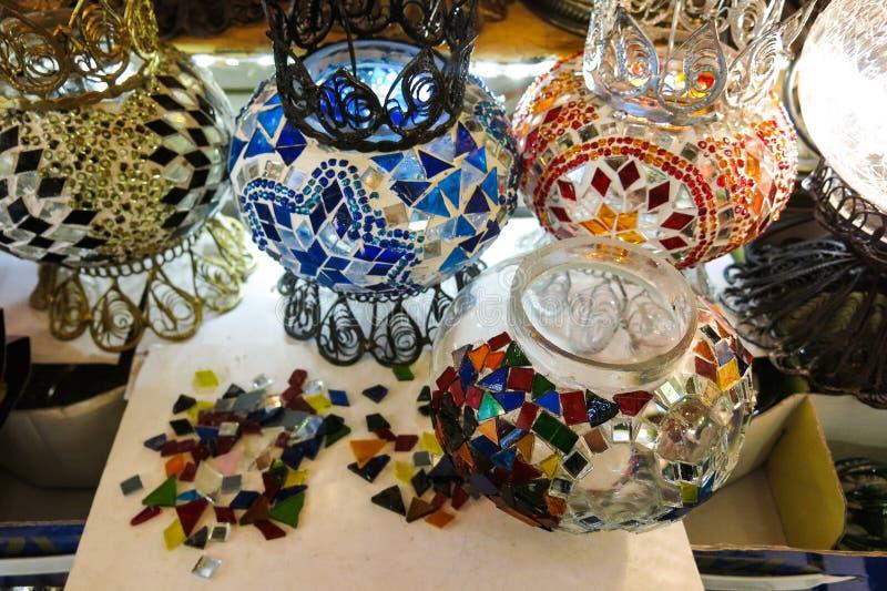 水晶灯待售在盛大义卖市场在伊斯坦布尔 免版税库存照片
