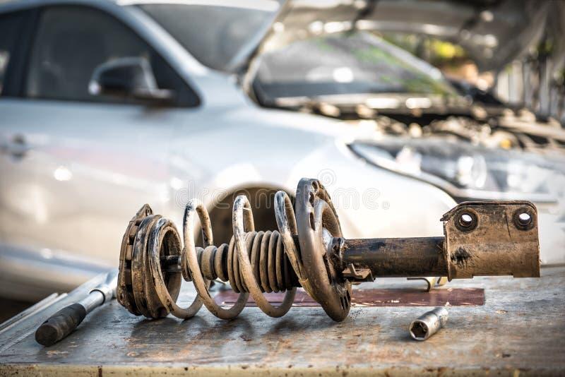 汽车停止修理 吸收体剪报查出路径冲击白色 免版税图库摄影