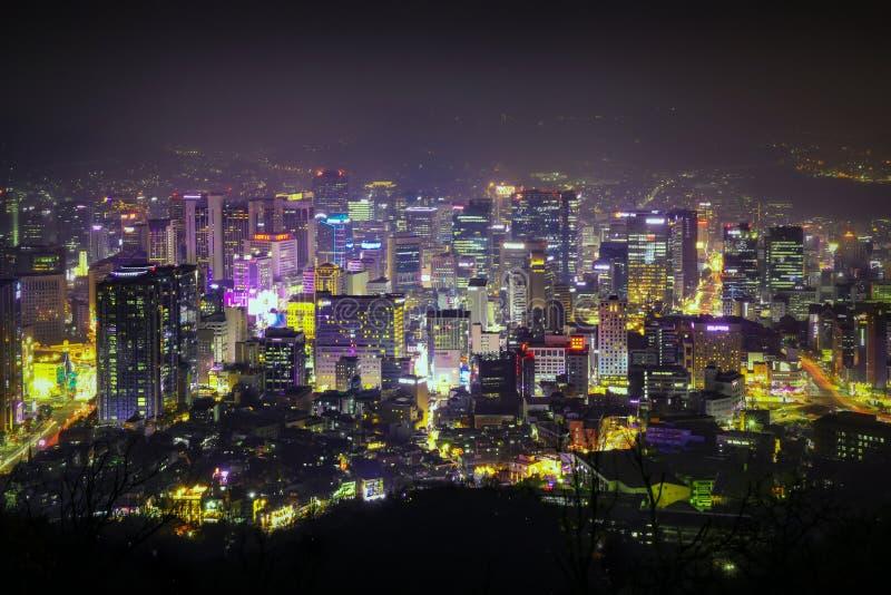 汉城市Scape 汉城的夜生活在韩国 韩国夜视图在企业地点 汉城,韩国- 2018年11月16日 库存图片