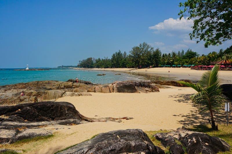 没有人和岩石的海滩 图库摄影