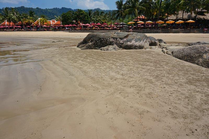 没有人和岩石的海滩 免版税库存照片