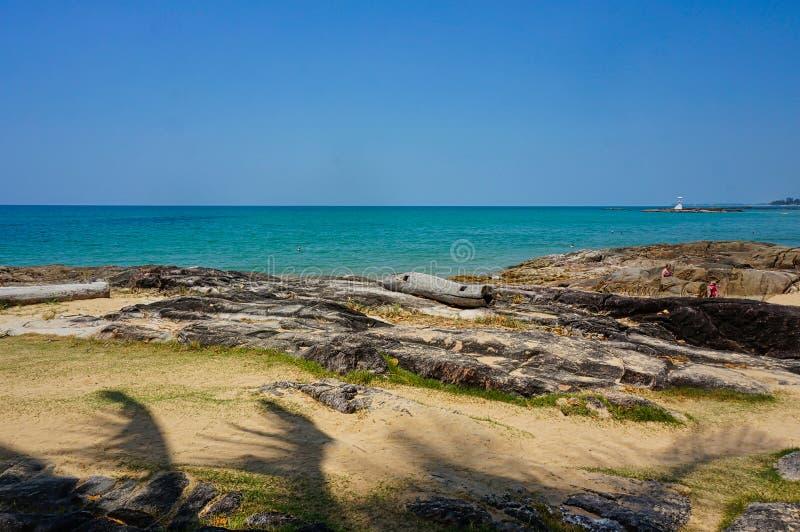 没有人和岩石的海滩 库存图片