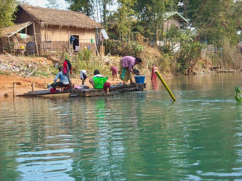 河的渔夫在越南 免版税库存照片