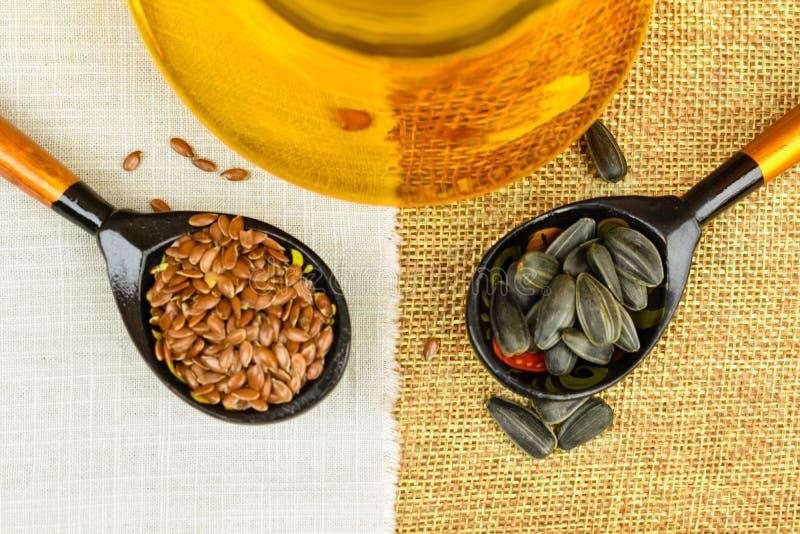 油和向日葵种子被隔绝的亚麻籽 库存照片